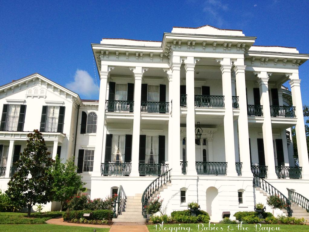 Reliving louisiana history nottoway plantation bayoutravel for Plantation house