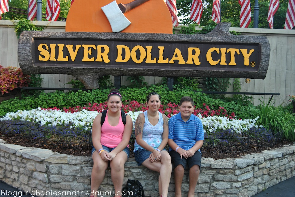 Silver Dollar City Family Travel Destination in Branson Missouri #ExploreBranson #BayouTravel