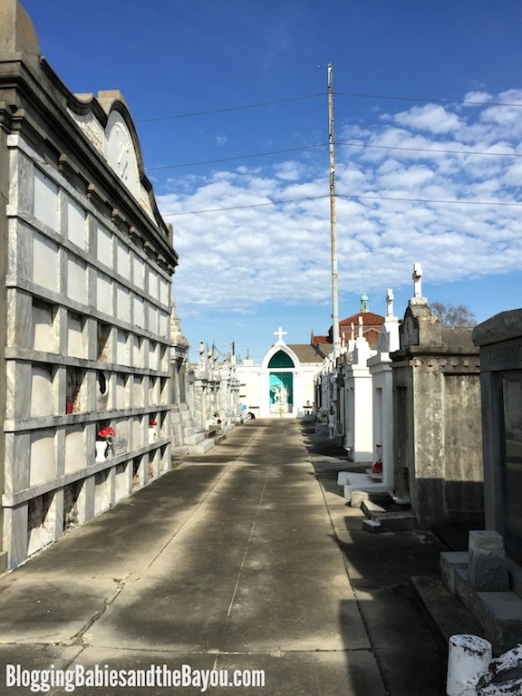 History and Architecture of New Orleans - St. Roch Cemetery in New Orleans #BayouTravel