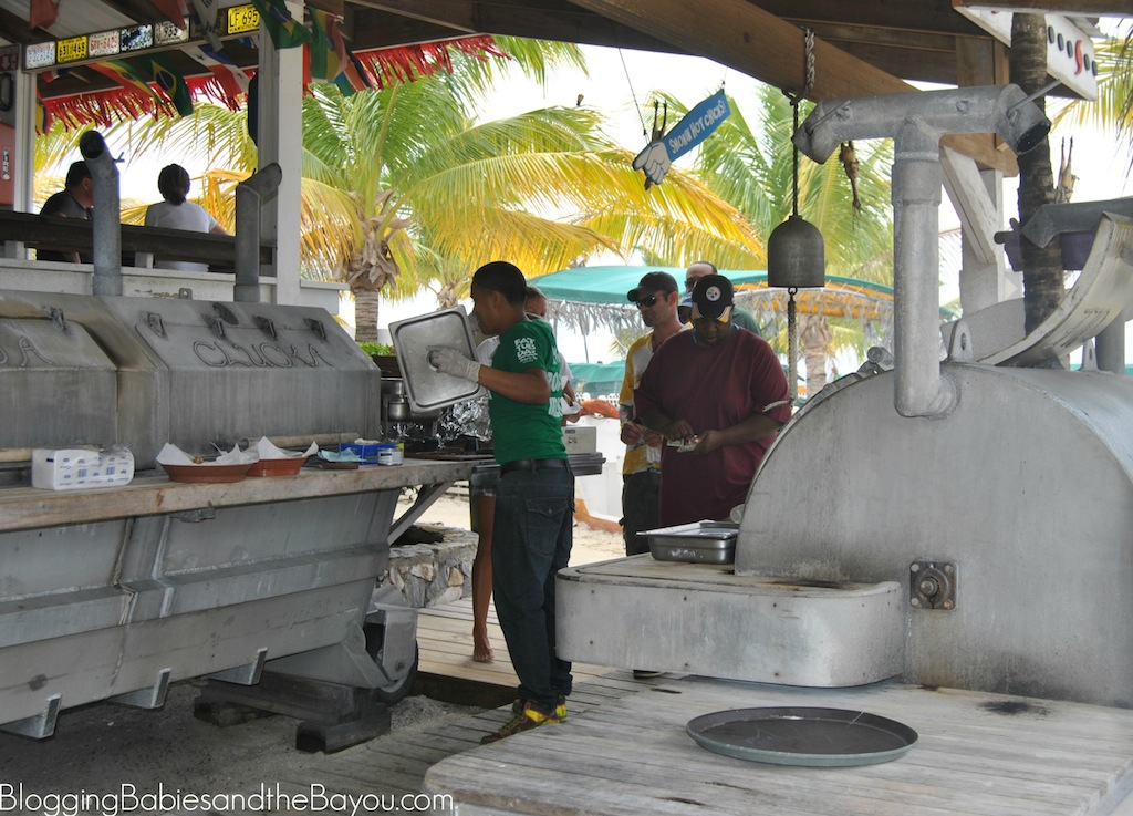 Food and Restuarants in Isla de Roatan, Honduras What to do on Your Cruise Port Day #BayouTravel