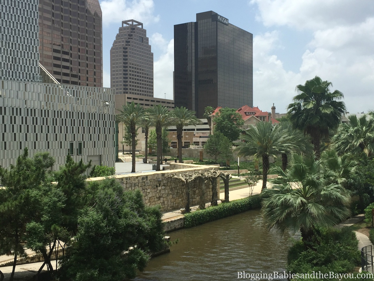 Beautiful Landscapes & Cityscapes of San Antonio - City Sightseeing San Antonio, Hop On - Hop Off Bus Tours #BayouTravel
