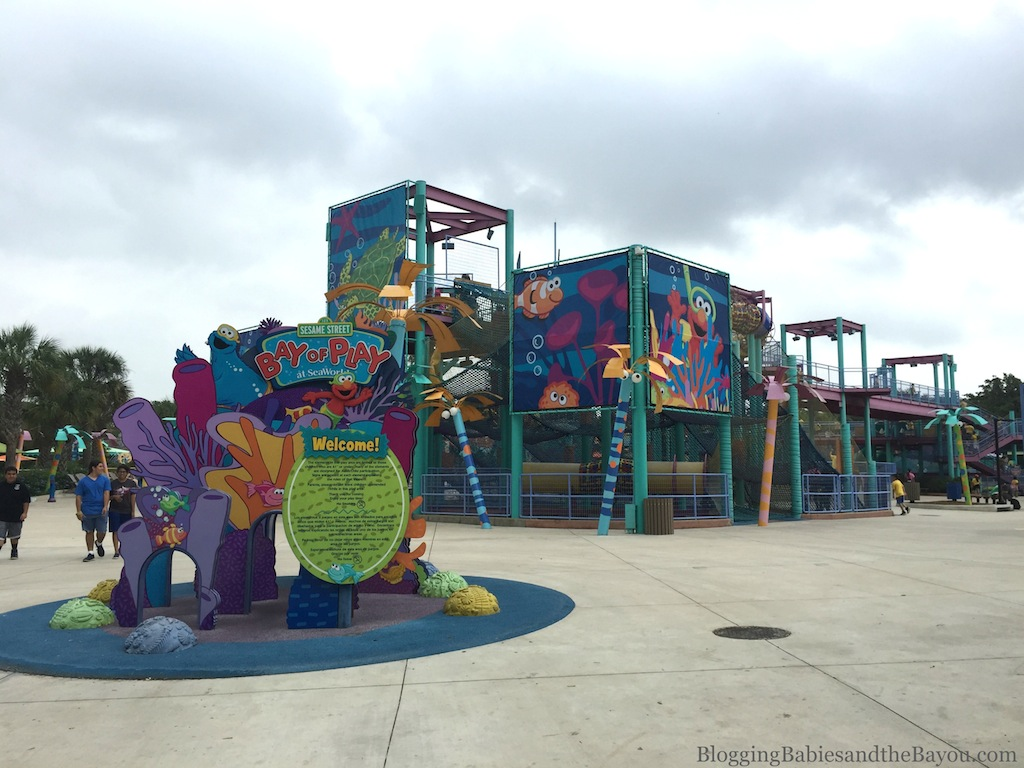San Antonio Theme Park Round Up Aquatica, SeaWorld Waterpark™ for little ones  #BayouTravel