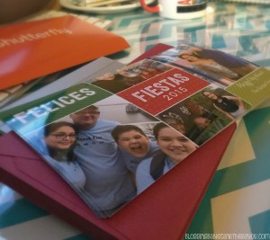 Celebrating the holidays with Shutterfly cards, photo gifts and prints #MiVidaShutterfly