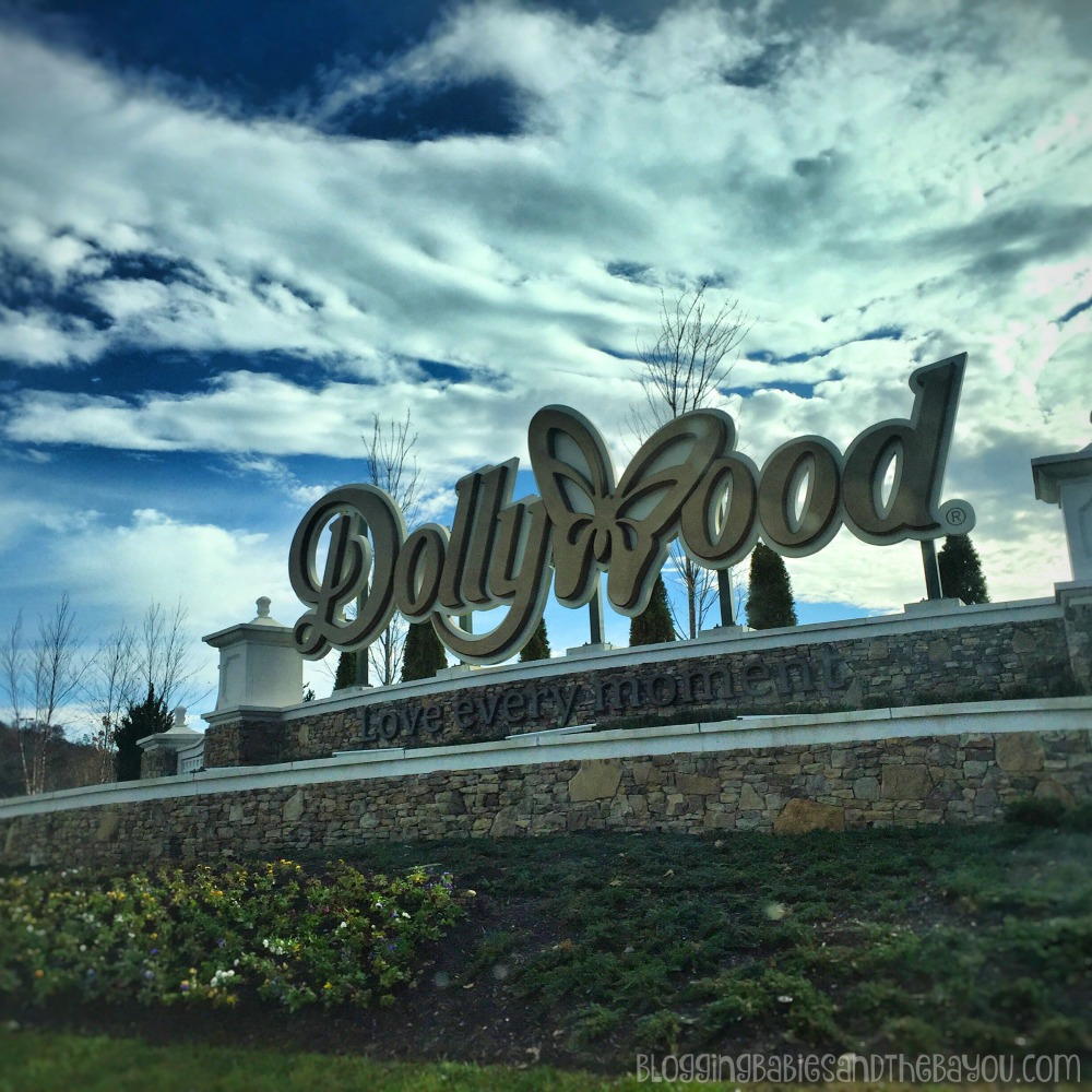 Dollywood Theme Park & Resort  in Pigeon Forge  Smoky Mountain Attractions #BayouTravel