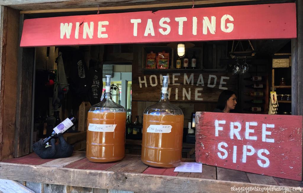 Gatlinburg Attractions- Smoky Mountain Wineries, Breweries, and Distilleries  #BayouTravel