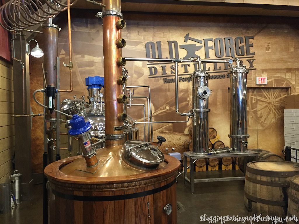 Pigeon Forge Attractions - Gatlinburg Attractions- Smoky Mountain Wineries, Breweries, and Distilleries #BayouTravel