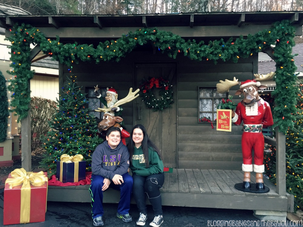 Smoky Mountain Christmas Dollywood - Dollywood in Pigeon Forge  Smoky Mountain Attractions #BayouTravel