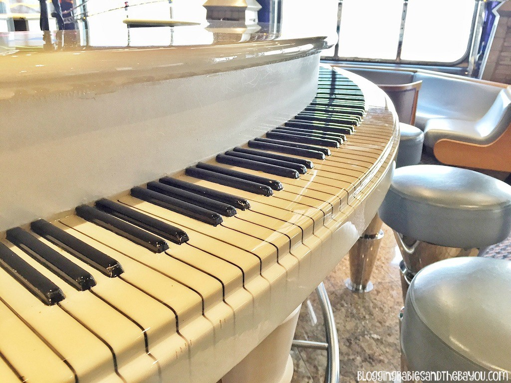 Duke's Piano Bar - Carnival Cruise Elation - Ship Details, Decor, Dining menu and more #BayouTravel